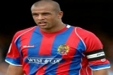 Ex-Daggers and Bees Defender Joins U`s