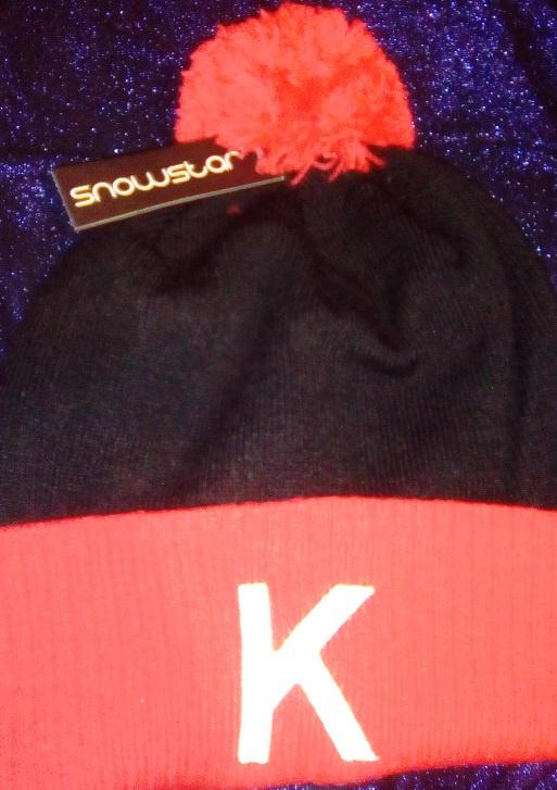 Image: K's pom-pom hat black and red