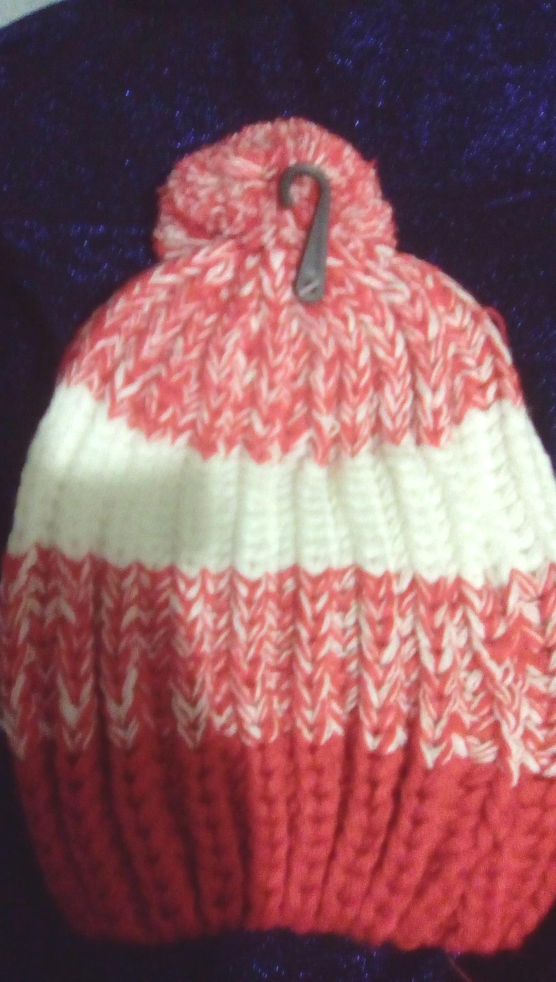 Image: K's bobble hat 3 colour red