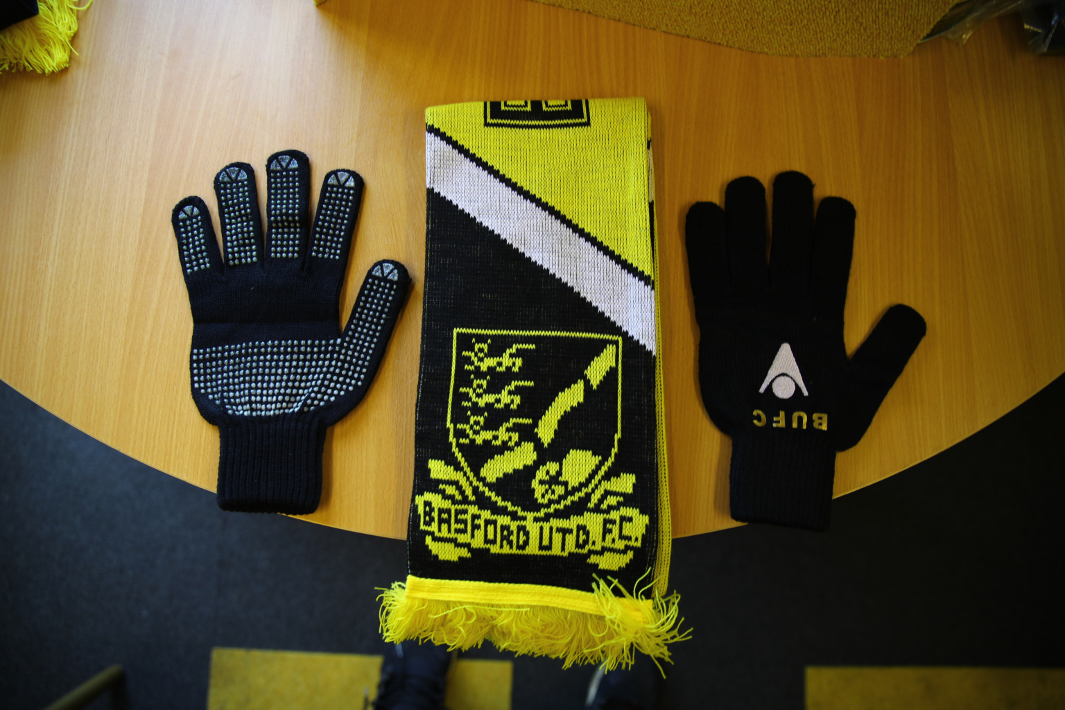 Image: Bespoke Gloves & Scarf set