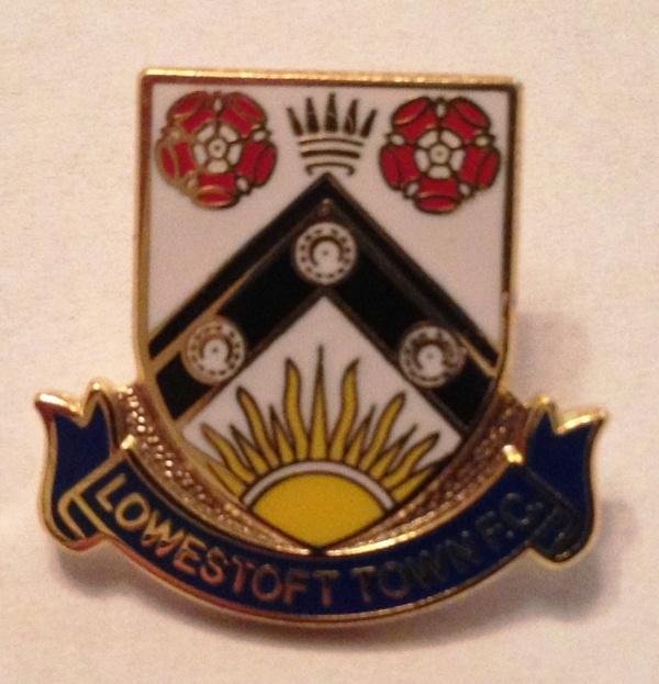 Image: Crest pin badge